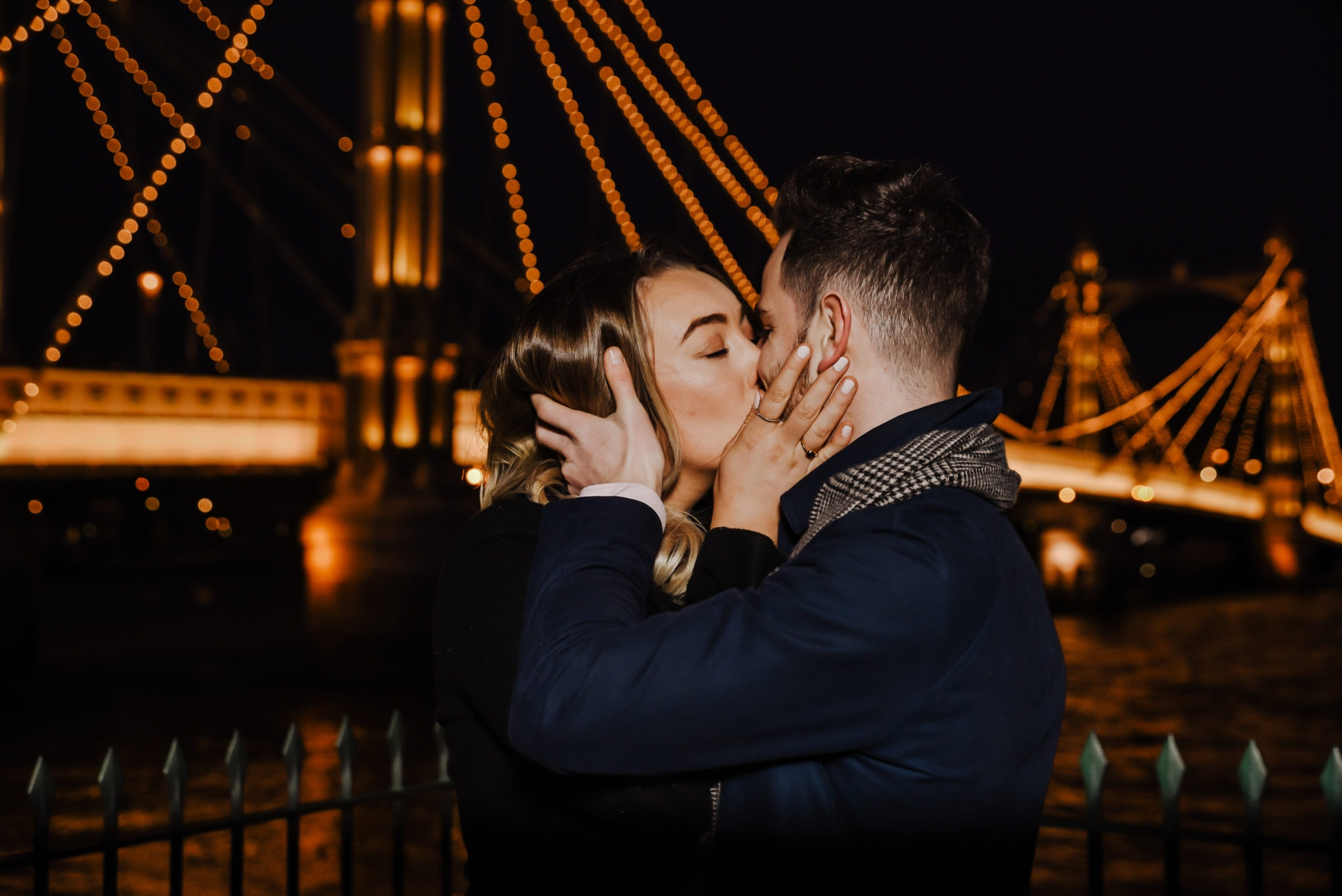 couple kissing near Chelsea Bridge